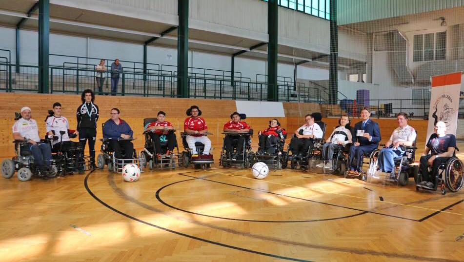 Die SpielerInnen beim ersten Training im Burgenland
