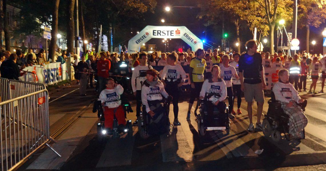 E-Rolli Fußball Team beim Vienna Night Run 2016