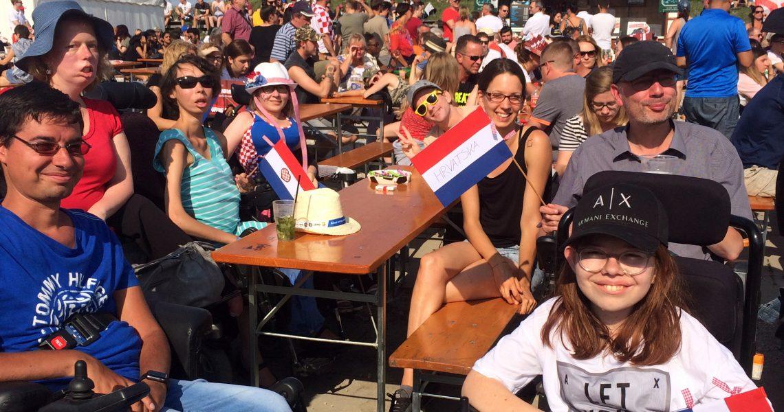 E-Rolli Fußball Team beim Public Viewing des WM-Finales 2018